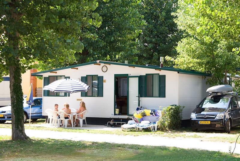 campingplatz camping el delfin verde torroella de montgri. Black Bedroom Furniture Sets. Home Design Ideas