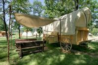 Glamping Westernwagen / Pioneer Covered Wagon